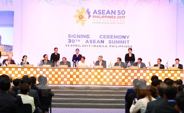 PM Nguyen Xuan Phuc: ASEAN should uphold community spirit hinh anh 1