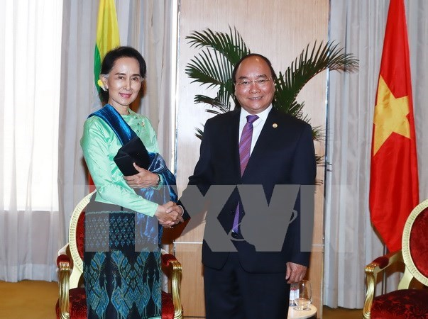 Prime Minister discusses ties with Myanmar leader hinh anh 1