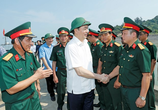 State leader visits armed forces of Nghe An province hinh anh 1