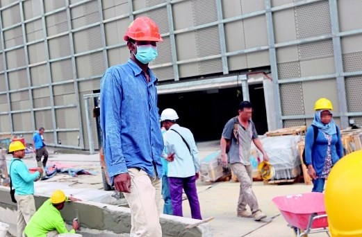 Malaysia steps up operation against illegal workers hinh anh 1