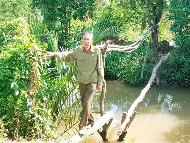 Veteran devotes life to building foot bridges hinh anh 1