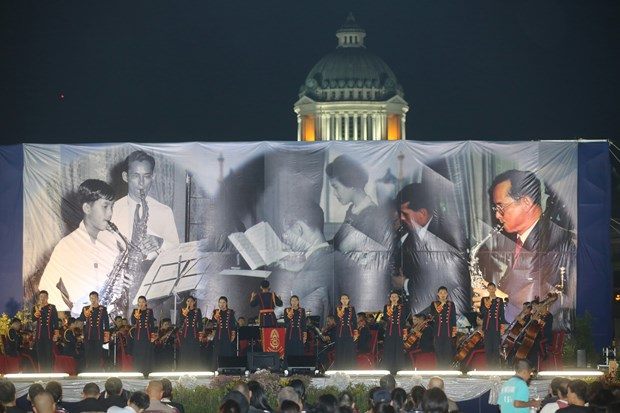 Royal compositions played at special concert to honour late Thai King hinh anh 1