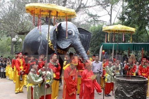 Giong festival attracts visitors hinh anh 1