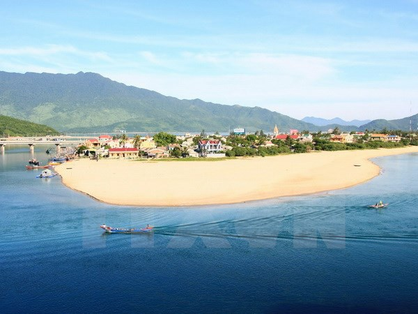 Central localities taps marine tourism potential hinh anh 1
