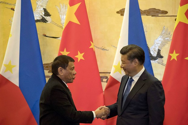 China, Philippines Presidents talk on phone hinh anh 1