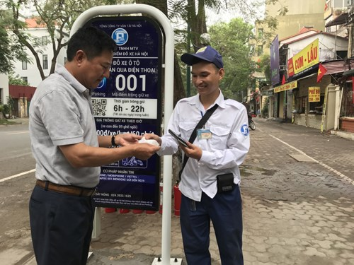 Smart parking service piloted in Hanoi hinh anh 1