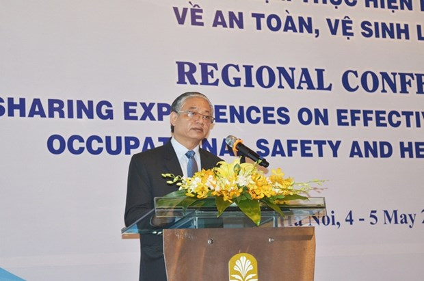 Experts share experience in enforcing labour safety regulations hinh anh 1