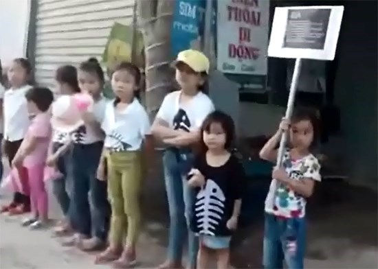Nghe An veterans denounce local priest's violations hinh anh 1