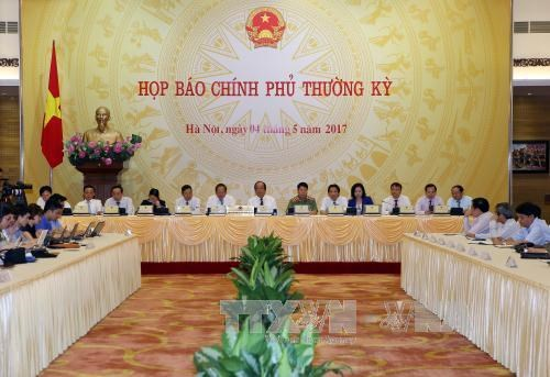 Minister eases concern over farm produce consumption hinh anh 1