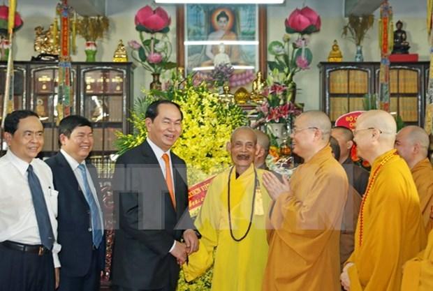 President visits Vietnam Buddhist Sangha Supreme Patriarch hinh anh 1