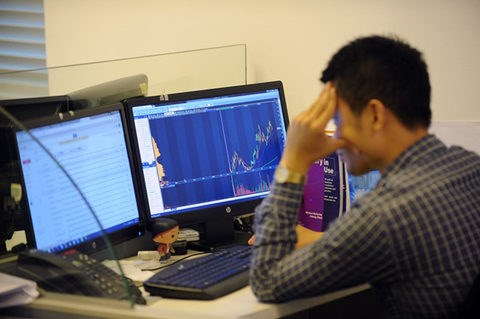 Shares upbeat after holiday weekend hinh anh 1