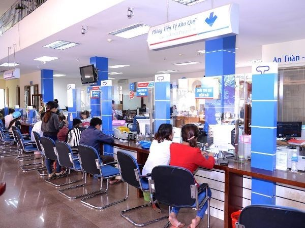 Banks report high profits in first quarter hinh anh 1