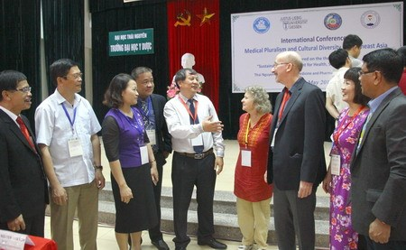 Int'l conference looks into traditional medicine hinh anh 1