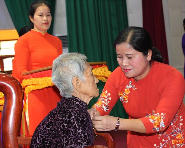 """Binh Phuoc: 18 women awarded """"Heroic Vietnamese Mother"""" title hinh anh 1"""