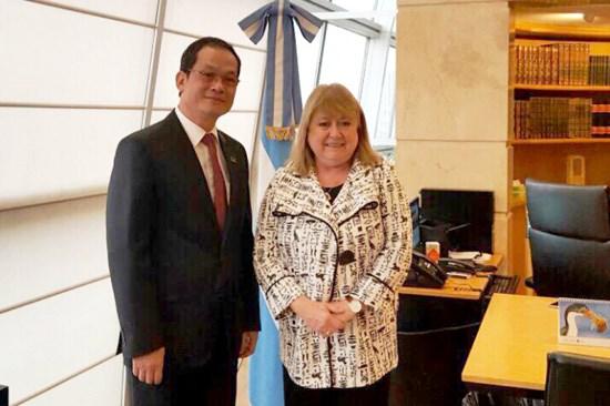 Vietnamese ambassador gets Argentinean friendship order hinh anh 1