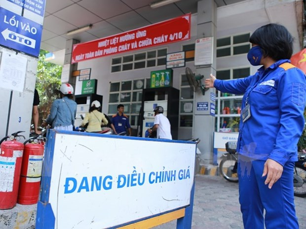 Petrol prices slightly drop hinh anh 1