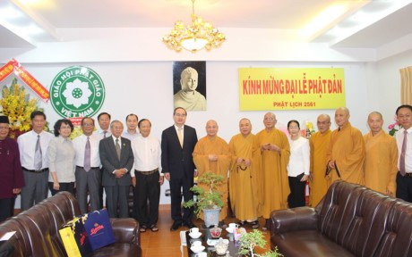 VFF leader extends greetings on Buddha birthday hinh anh 1