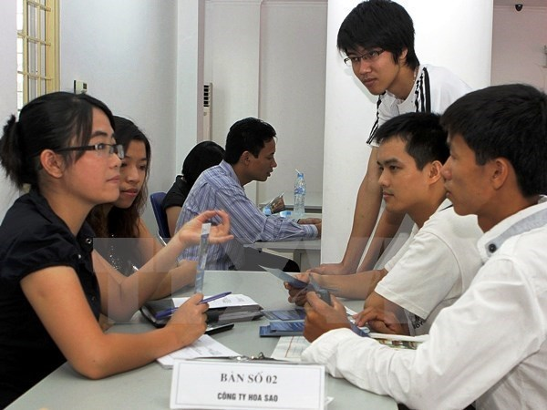 Over 100,000 poor people helped to land jobs overseas hinh anh 1