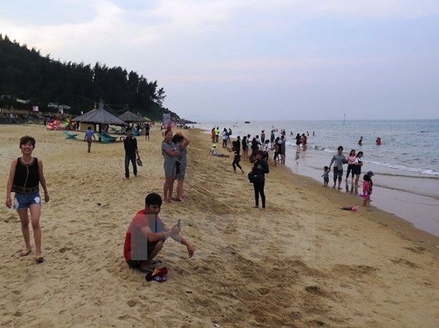 Central Ha Tinh province recovers as hot summer destination hinh anh 1