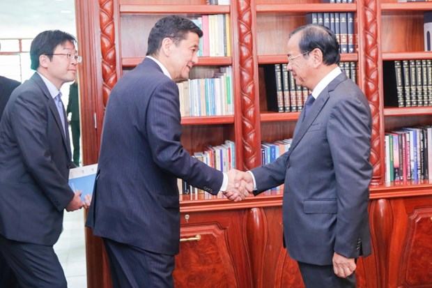 Japan boosts relations with Cambodia hinh anh 1