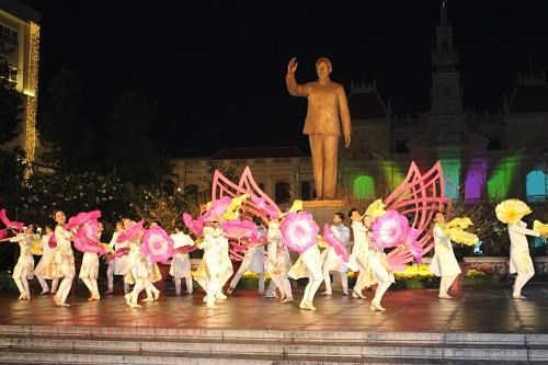 HCM City emblazoned with city street show hinh anh 1