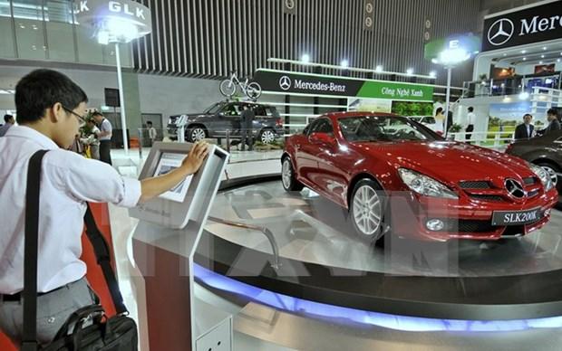 Automobile sales slump in April hinh anh 1
