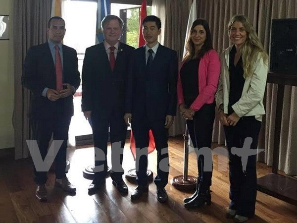 Seminar promotes Vietnam's image in Argentina hinh anh 1