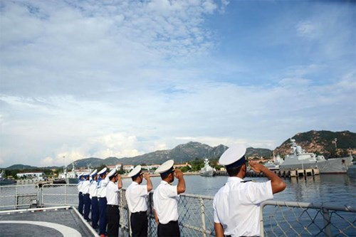 Vietnamese naval ship attends activities in Singapore hinh anh 1