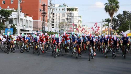 Gao Hat Ngoc Troi cycling race 2017 kicks off hinh anh 1
