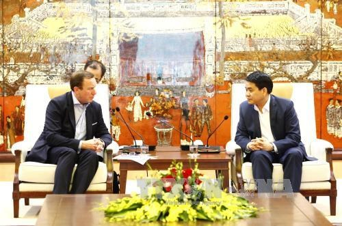 Hanoi leader pledges support to foreign investors hinh anh 1