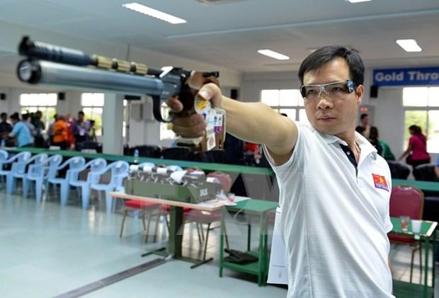 Olympian Hoang Xuan Vinh wins regional shooting champs hinh anh 1