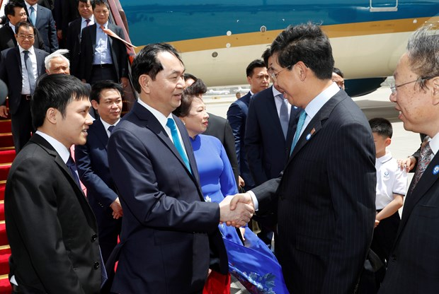 President arrives in Beijing, beginning State visit to China hinh anh 1