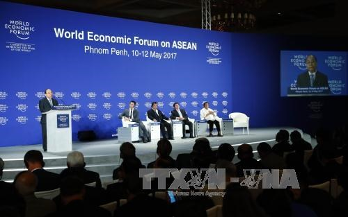 PM attends World Economic Forum on ASEAN hinh anh 1