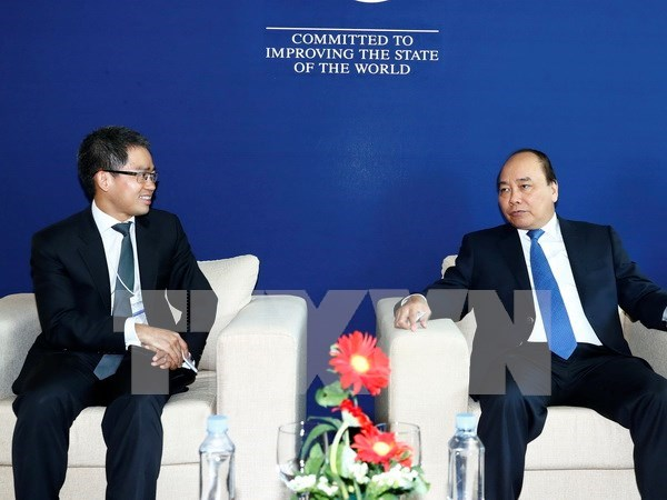 PM meets with business leaders on sidelines of WEF-ASEAN hinh anh 1