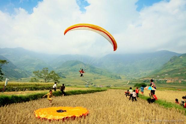 Khau Pha paragliding festival kicks off in Yen Bai hinh anh 1