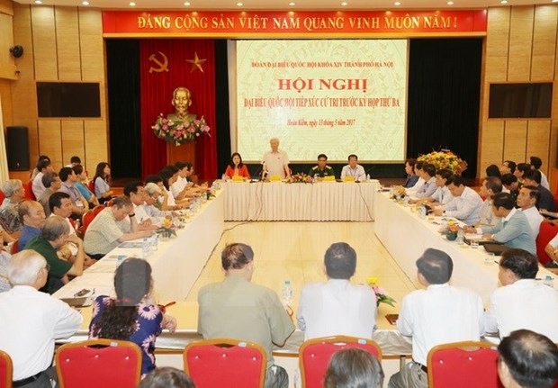 Party chief meets with Hanoi voters hinh anh 1