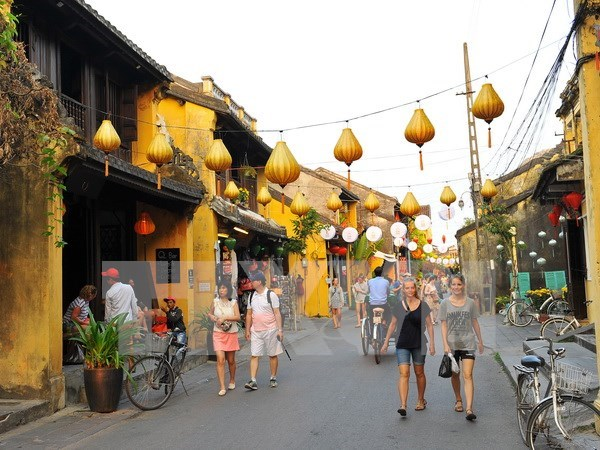 Ancient central city celebrates the 10th millionth tourists hinh anh 1