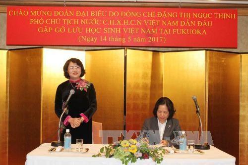 Vice President meets Vietnamese students in Fukuoka hinh anh 1
