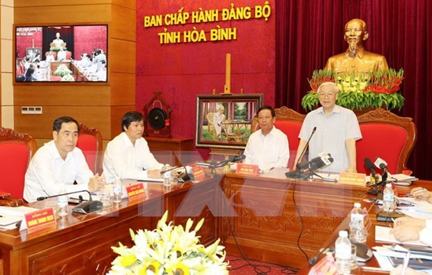 Party leader asks Hoa Binh to pay more heed to poverty reduction hinh anh 1