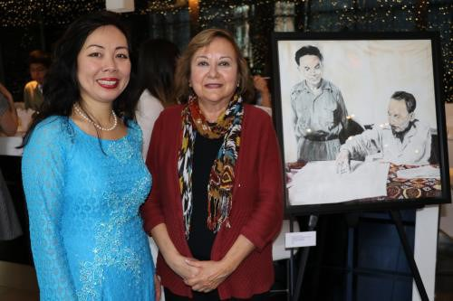 Book on President Ho Chi Minh launched in Canada hinh anh 1
