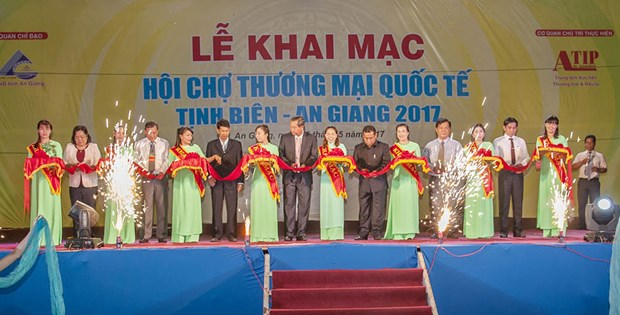 International border trade fair kicks off in An Giang hinh anh 1