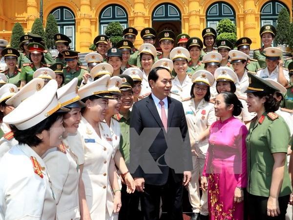 President Tran Dai Quang meets outstanding policewomen hinh anh 1