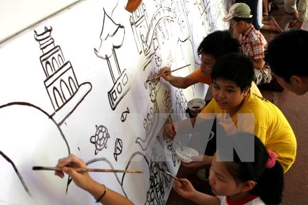 Children to make longest painting street in Vietnam hinh anh 1