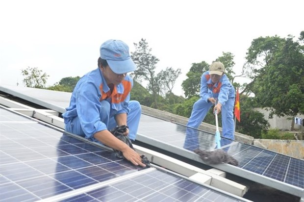 Island commune in Quang Ngai to have solar power hinh anh 1