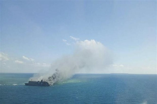 Indonesia: At least five killed in ferry fire hinh anh 1