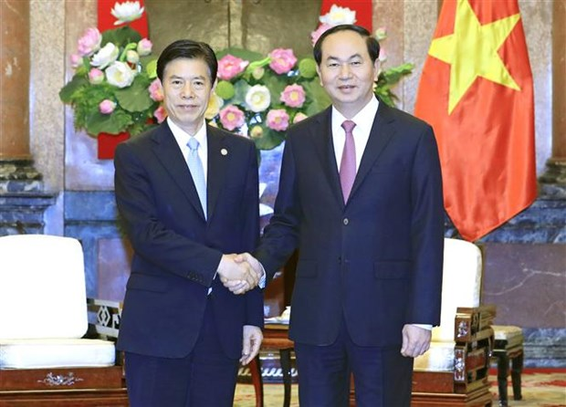 President shows hope for stronger economic ties with China hinh anh 1