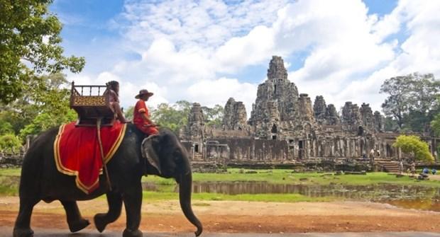 Charity Fun Walk celebrates ASEAN's 50th anniversary in Cambodia hinh anh 1