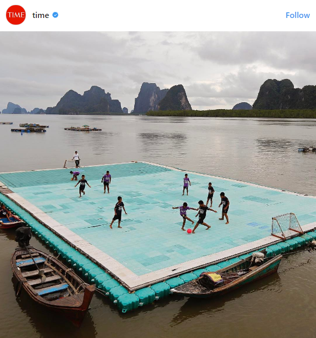Floating soccer pitch in Thailand named one of world's best views hinh anh 1