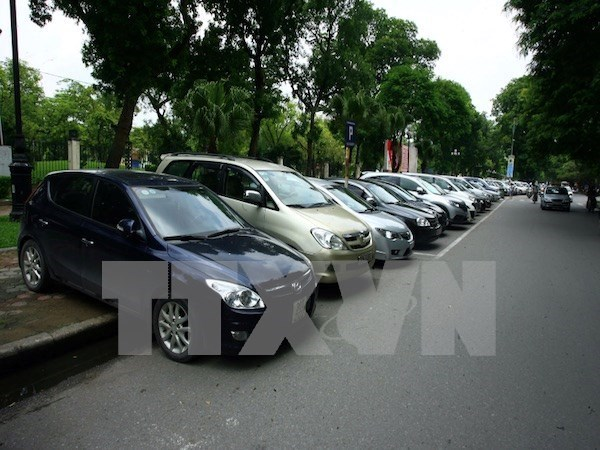 Auto imports drop in April hinh anh 1