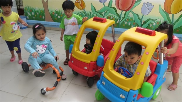 HCM City plans to increase salary for kindergarten teachers hinh anh 1